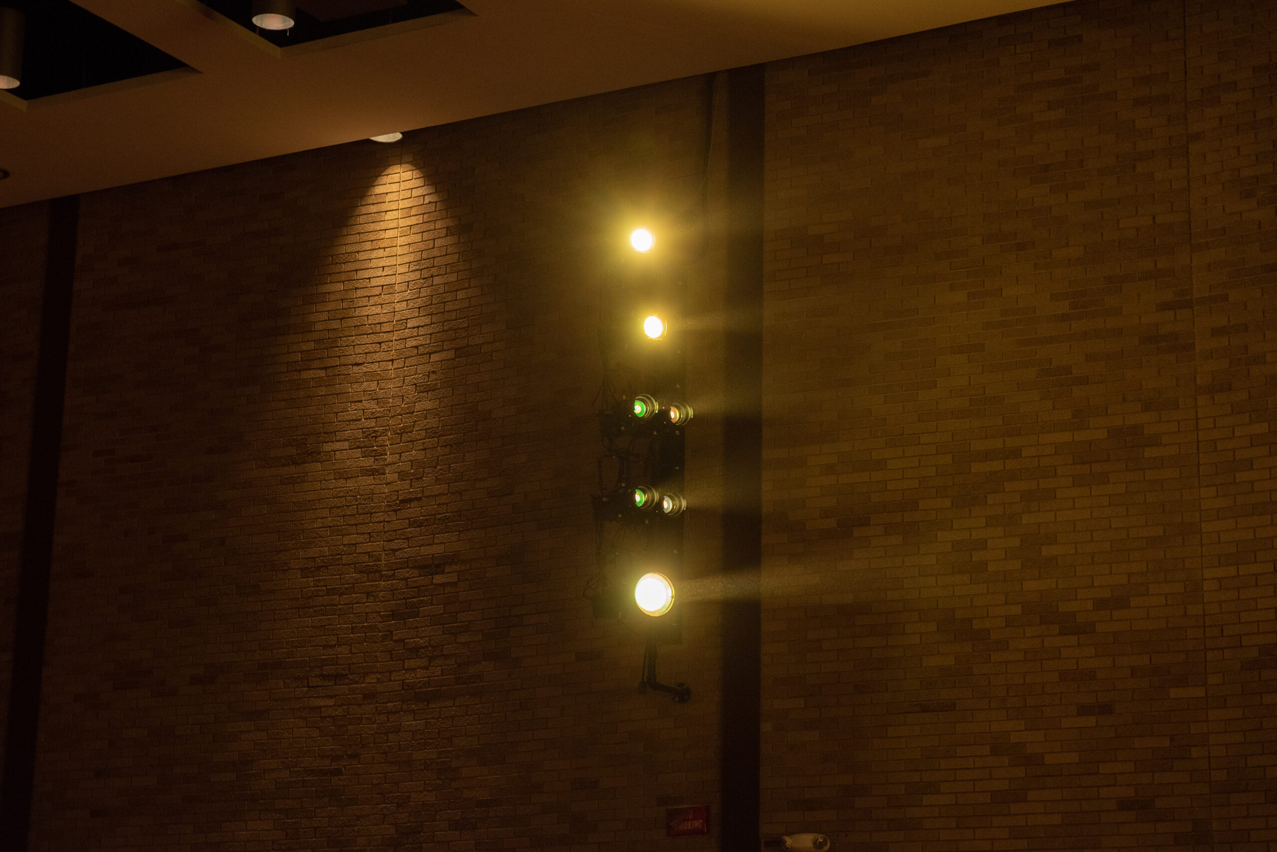 Spotlights on the side in action