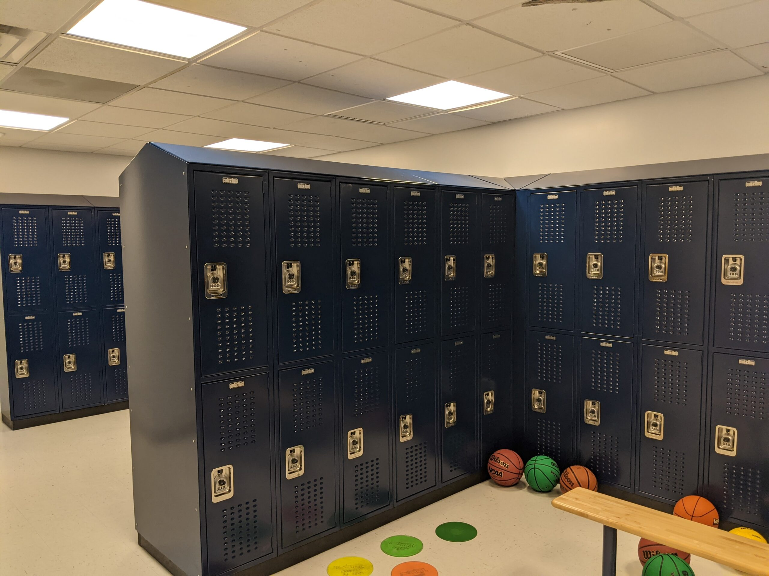 Vented blue double tier lockers